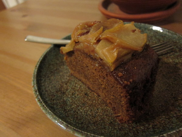 Slice_ginger_cake