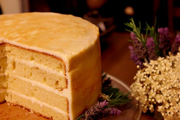 Persian_bday_cake_sliced