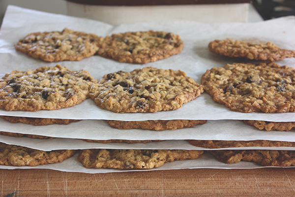 Oatmeal_raisin_cookies3
